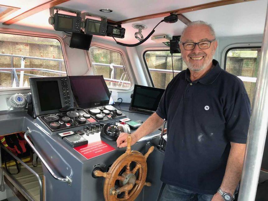 Michel Graincourt, président de la station SNSM de Dives-sur-Mer, à l'intérieur de la nouvelle vedette entièrement restaurée.