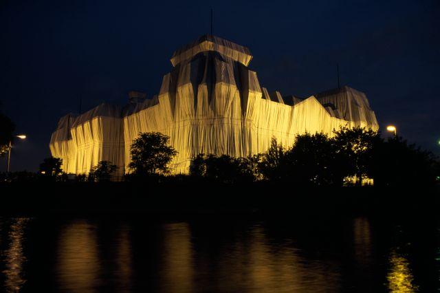 Le Reichstag fait plus de 70m de haut