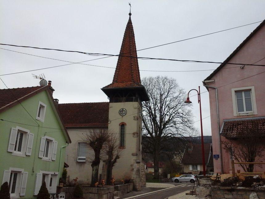 Le temple de Pierrefontaine-lès-Blamont, vers la mairie, au centre du village, point de départ de notre visite...
