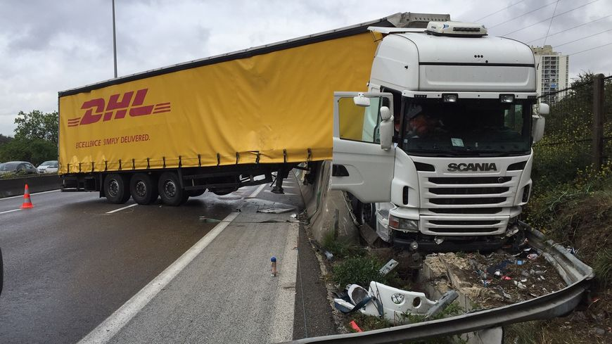 le camion accidenté sur l A50
