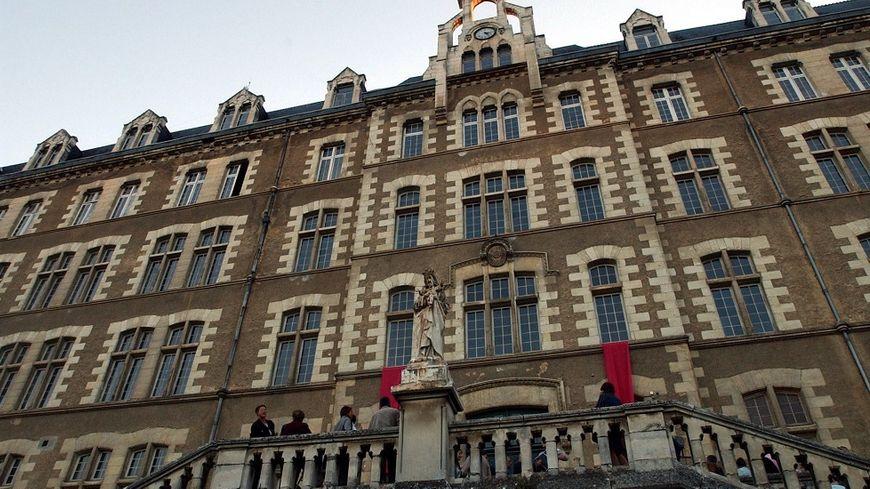Avant de devenir Cité judiciaire le site des feuillants a connu une longue histoire