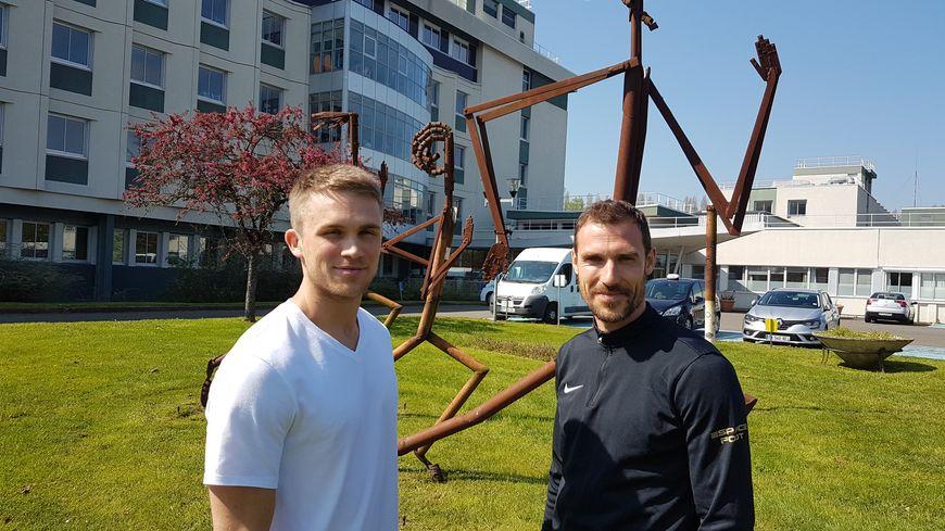 Evan et Arnaud, les deux enseignants en éducation physique adaptée du centre de l'Arche au Mans