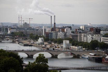 L'incinérateur d'Ivry, vu depuis Paris