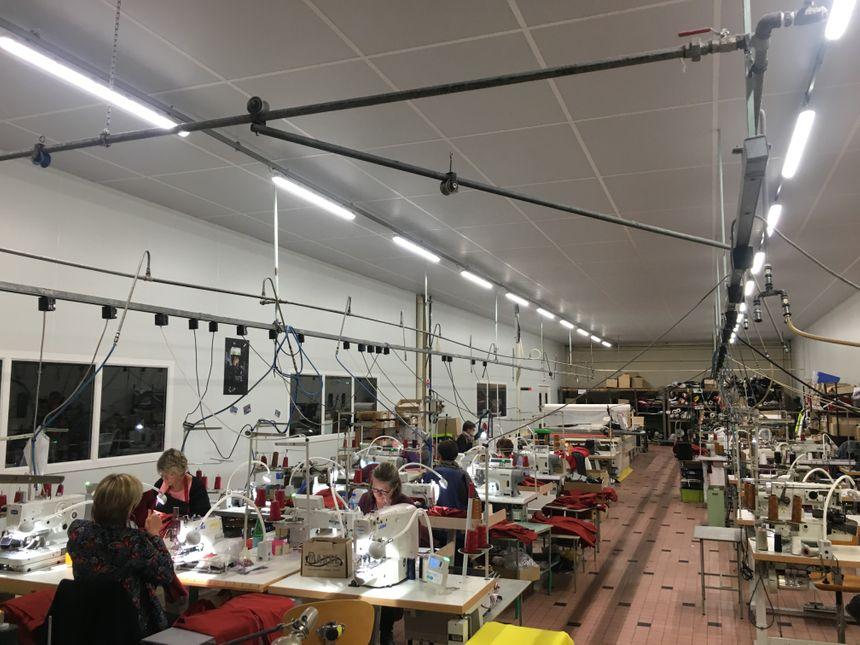 Une quinzaine de couturières travaillent dans cet atelier