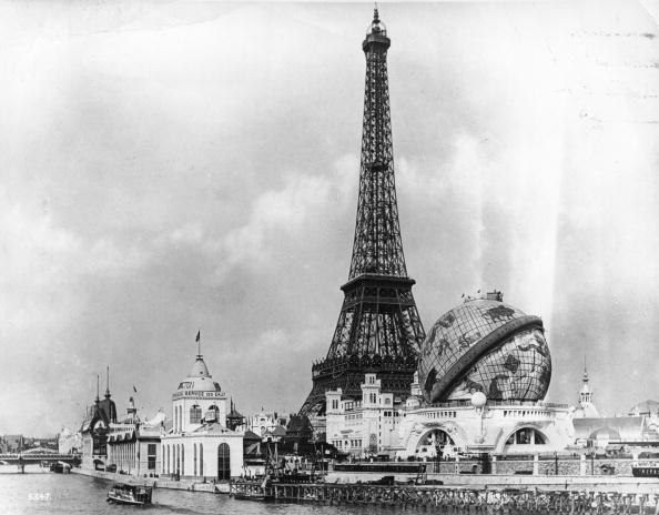 Le Globe Céleste, au pied de la Tour Eiffel
