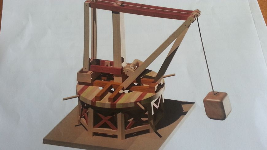 La grue imaginée par le lycée Jean Berry, à partir de l'esquisse de Léonard de Vinci