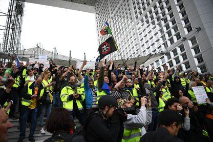 Manifestation de Gilets jaunes à La Défense, samedi 6 avril