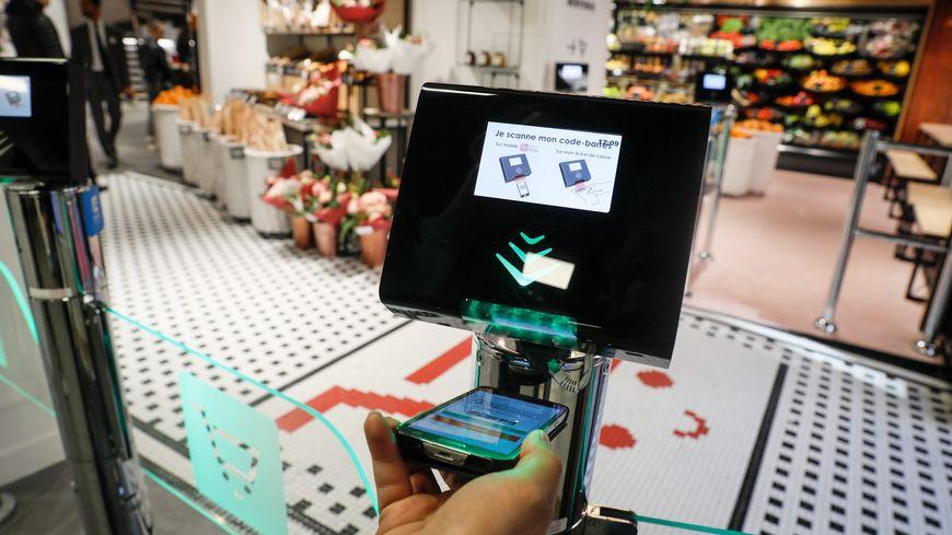 Les magasins ouverts 24 heures sur 24 comme ce Casino à Lyon sont entièrement automatisés