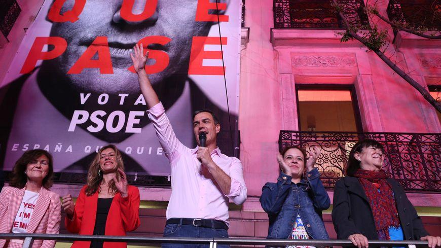 Le Premier ministre Pedro Sanchez savoure la victoire des socialistes aux élections législatives