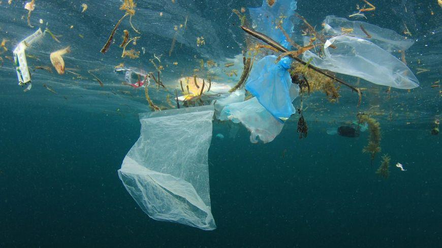 Des tonnes de plastiques dérivent au large de la Corse