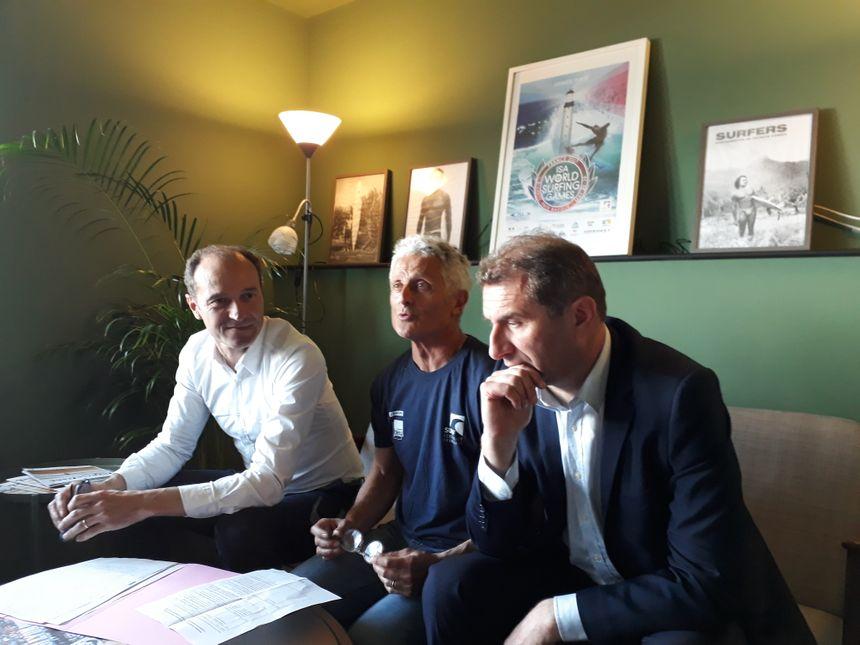 Le président de la fédération française de surf, Jean-Luc Arassus, entouré du directeur de Linkcity (porteur du projet) et du maire de Sevran Stéphane Blanchet