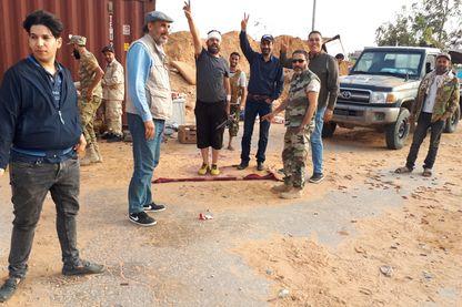 Des combattants anti-Haftar à proximité de la ligne de front, dans les quartiers sud de Tripoli Salah-Ad-Din (Libye). 4 mai 2019.