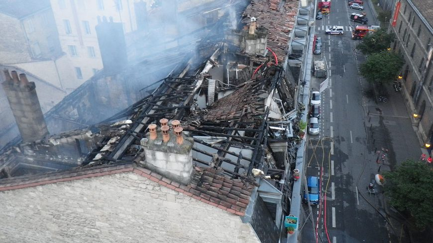 PHOTOS : incendie maîtrisé à Bordeaux, six immeubles partiellement effondrés