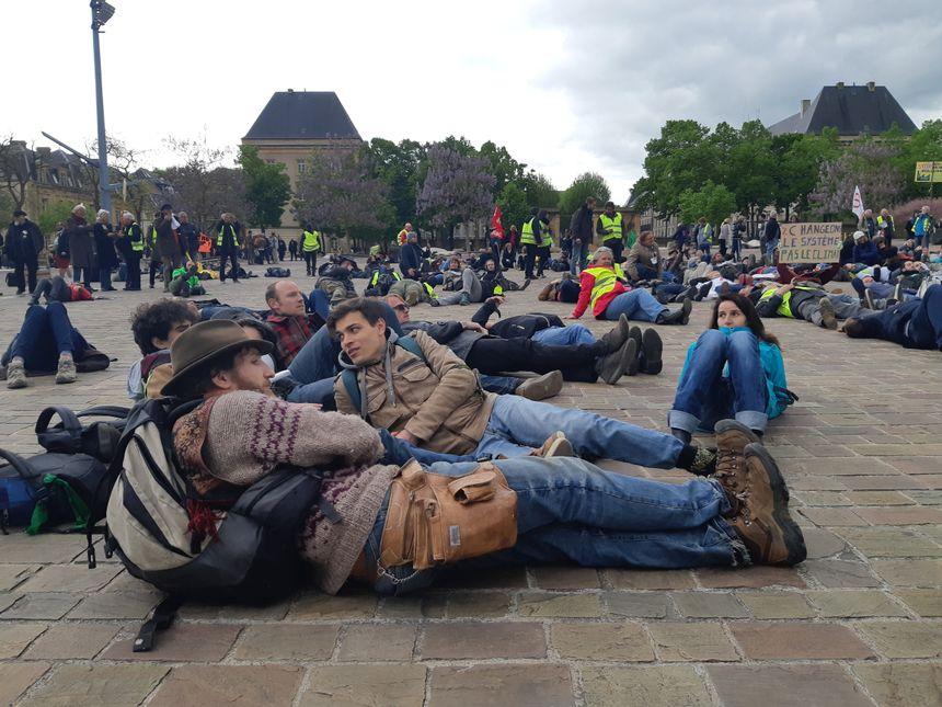 La fin de la manifestation sur la Place de la République à Metz.