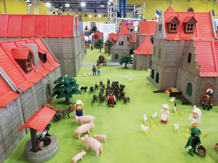 Des centaines de figurines peuplent cette réplique de Poitiers