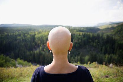 Une malade du cancer dans la campagne