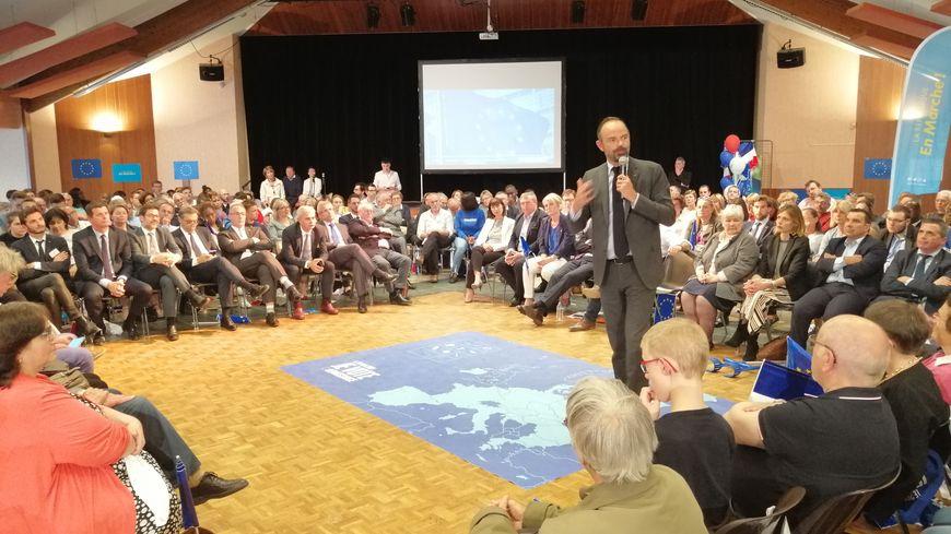 Le Premier ministre a parlé pendant une vingtaine de minutes, avant de répondre à quelques questions de l'assistance.