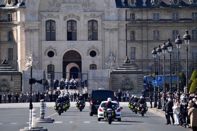 Le passage du cortège pour l'hommage national à Cédric de Pierrepont et Alain Bertoncello