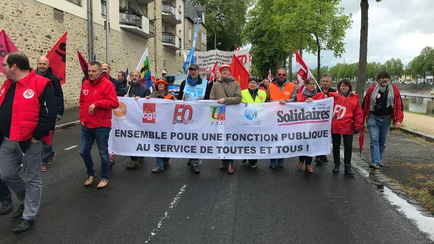 Plus de 500 personnes ont participé à la manifestation de la fonction publique, à Laval