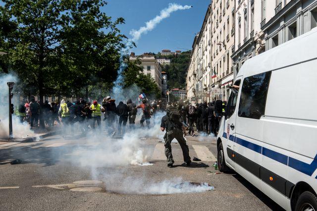 Entre 6 200 (préfecture) et 9 500 personnes ont défilé à Lyon, dans un cortège parfois émaillé d'échauffourées avec les forces de l'ordre