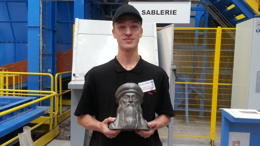 Quentin n'est pas entièrement satisfait du buste de Léonard de Vinci qu'il a réalisé.