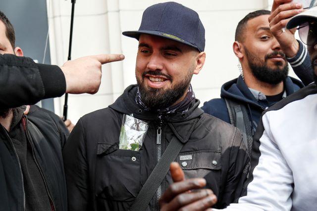 """L'une des figures des """"gilets jaunes"""", Eric Drouet, est arrivé en fin de matinée dans le cortège près de la gare Montparnasse"""