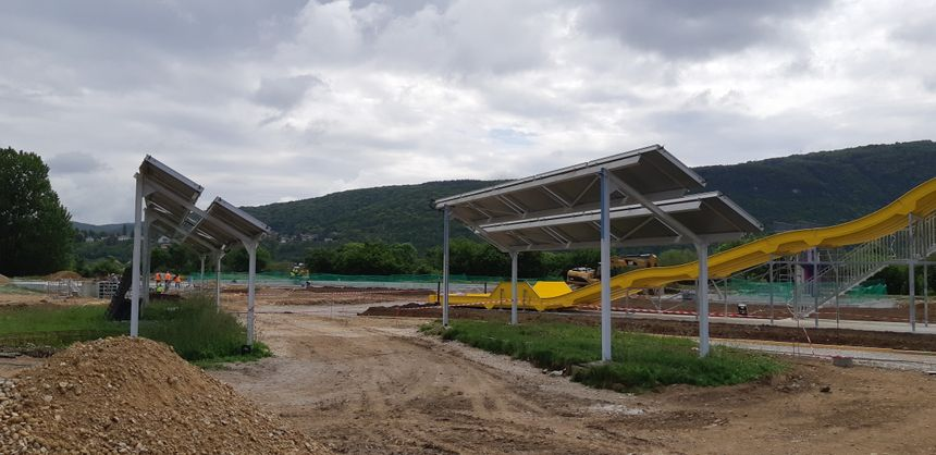 Seul le nouveau toboggan semble terminé à un mois de la réouverture (29 juin 2019) de la piscine de Chalezeule dans le Grand Besançon