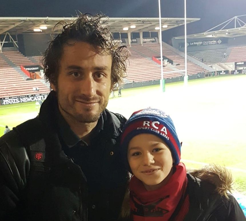 Maxime Médard et Florian, avec le bonnet de son club.  - Aucun(e)