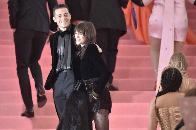 Les acteurs Charlotte Gainsbourg et Rami Malek sont arrivés ensemble au gala du Met 2019
