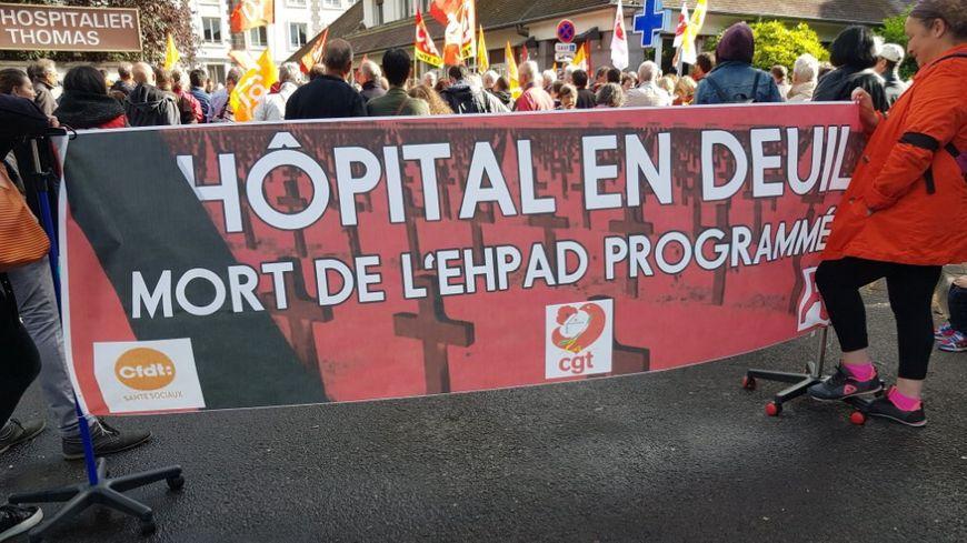 Ehpad Les Jardins : manifestation devant le Centre hospitalier de Riom