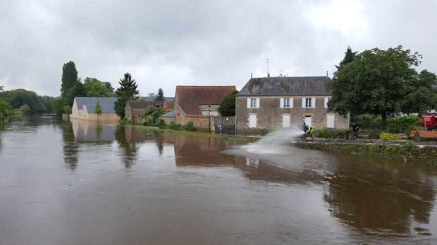 Le canal d'Orléans à Fay aux Loges le 1er juin 2016