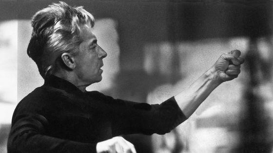 La réalisation musicale de l'Hymne européen a été confiée au chef d'orchestre Herbert von Karajan