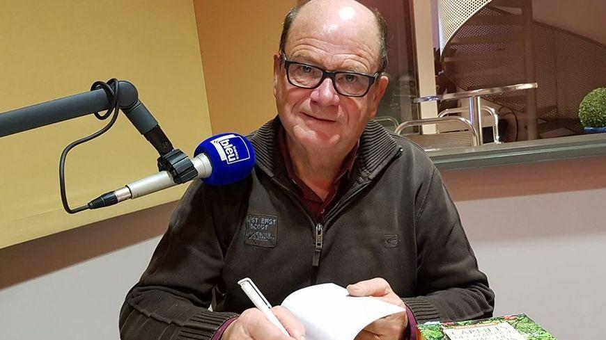 Gérard Ginoux dans les studios de France Bleu Vaucluse