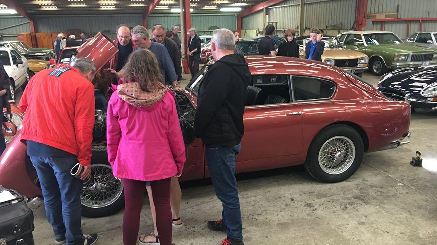 Pièce maîtresse de la collection, la Aston Martin attire tous les regards.