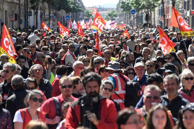 """Le défilé marseillais a rassemblé """"gilets jaunes"""" et syndicats"""