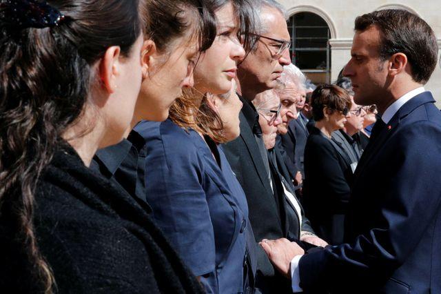 Emmanuel Macron a salué les familles de deux soldats