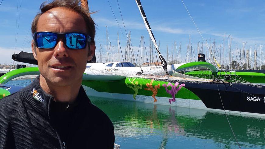 Le skipper Thomas Coville sur le ponton du Vendée Globe, mercredi 15 mai aux Sables-d'Olonne.