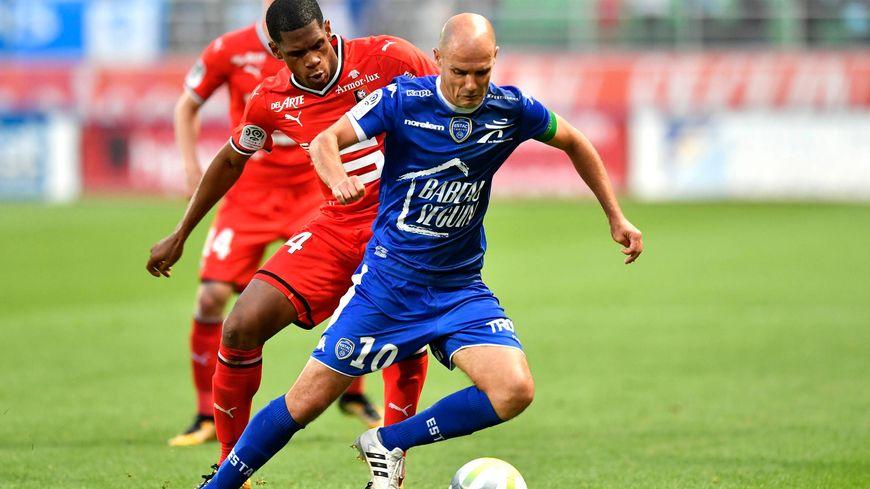 Benjamin Nivet sous le maillot du club de football de Troyes