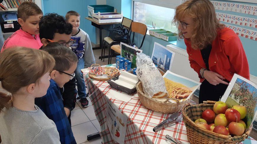 C'est l'heure du petit déjeuner gratuit pour les CE2 de l'école Diderot