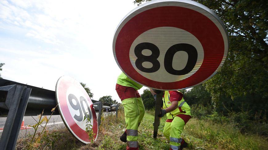 Les panneaux 80 km/h devraient bientôt être remplacés par des 90.
