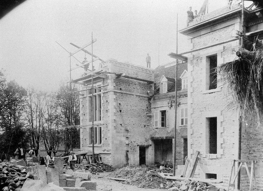 Le patrimoine bâti abrité par le parc zoologique du Reynou au Vigen est une des résidences de la famille Haviland en 1873