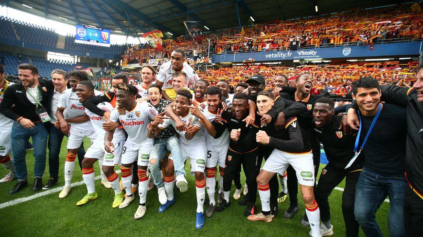 A Troyes vendredi dernier, les 3350 supporters du RC Lens avaient fêté la qualification pour les barrages (2-1 ap.) avec les joueurs. Ils ont gagné le droit de les retrouver ce jeudi soir en barrages.