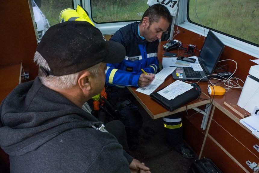 Verbalisation du conducteur d'un véhicule en surcharge immatriculé en Pologne.
