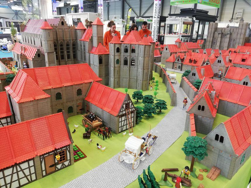 Au total, il a fallu un mois de travail pour réaliser ce Poitiers médiéval miniature