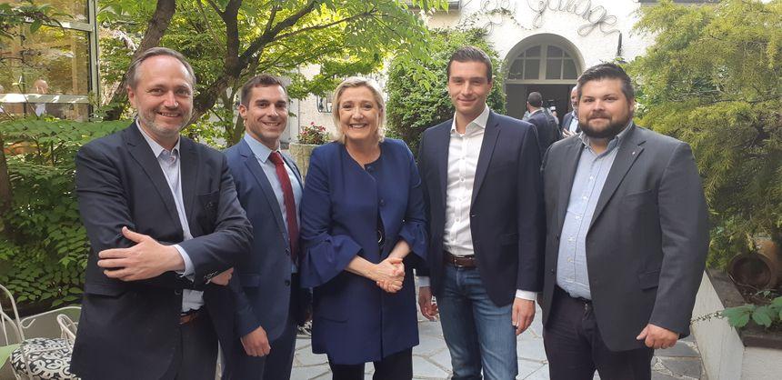 Les représentants icaunais du RN (Ludovic Massard, Julien Odoul et Julien Guibert) avec Marine Le Pen et Jordan Bardella