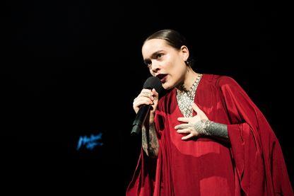 La chanteuse, Flèche Love, Amina Cadelli (de son vrai nom),  sur la scène du Montreux Jazz Lab, en Suisse, le 13 juillet 2018.