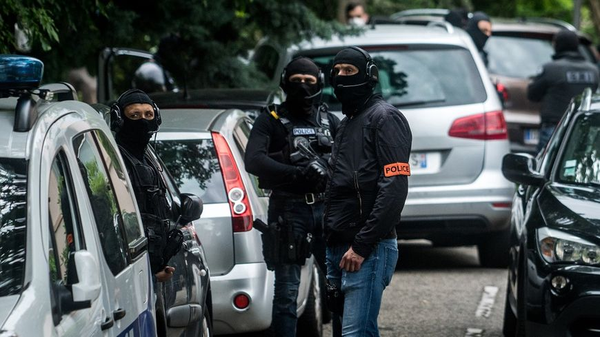 Une perquisition a eu lieu au domicile du suspect, à Oullins près de Lyon, lundi.