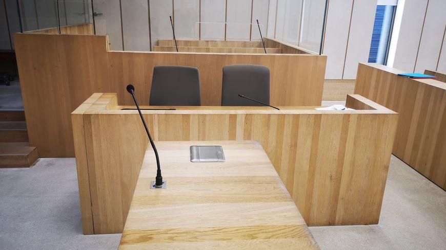 Box des accusés au Palais de Justice de Béziers