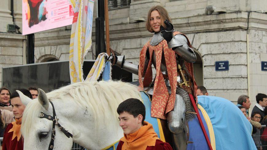 Blandine Veillon lors du défilé commémoratif du 8 mai à Orléans