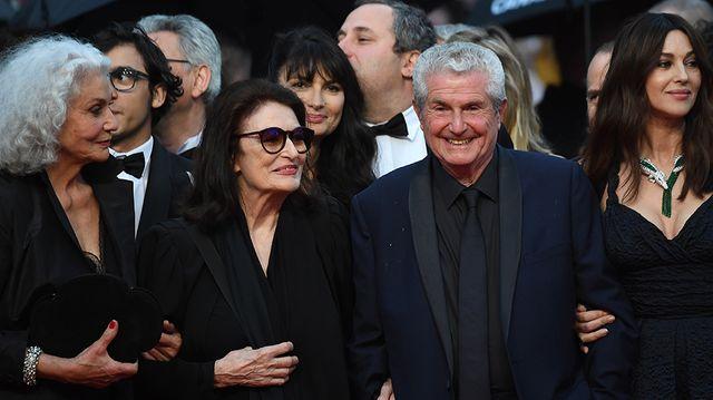 Claude Lelouch entouré d'Anouk Aimée et Monica Bellucci